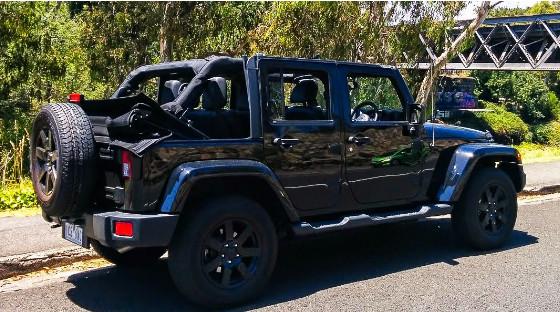 Jeep牧马人2.8柴油CJ300黑鹰版,刚性十足