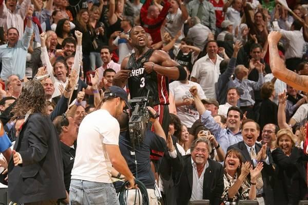 韦德自荐生涯集锦_09年3月10日,这一场比赛是韦德职业生涯最巅峰的一场比赛.