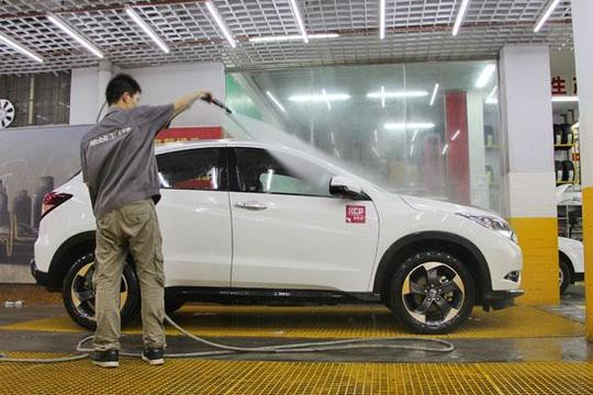 這樣洗車反而更傷車,這些洗車小常識你要了解
