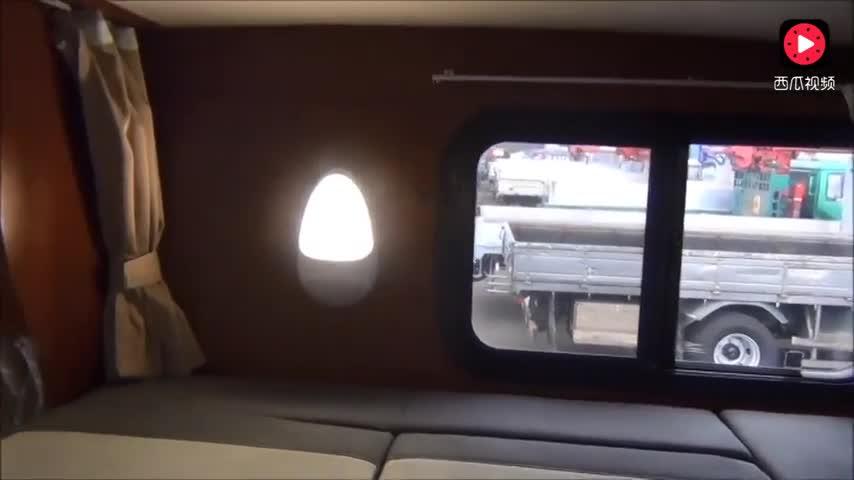 丰田房车内部实拍,装备齐全设计人性化,能睡6个人,真是好车