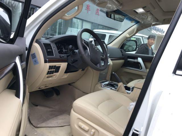 17款丰田酷路泽5700VX限量版配置
