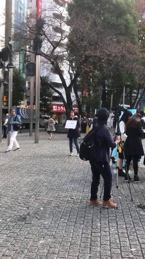 东京女留学生遇害案江歌的 妈妈在东京池袋西口请求签名活动 望大家去支持支...