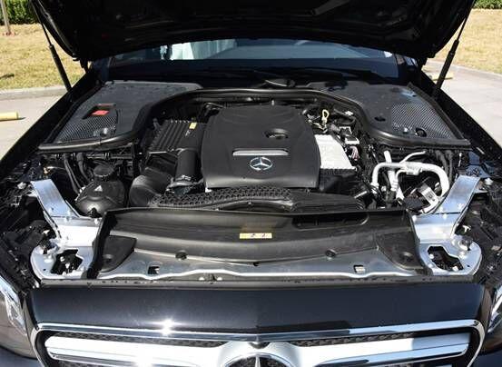 新款奔驰E300和新款宝马5系,该怎么选择?