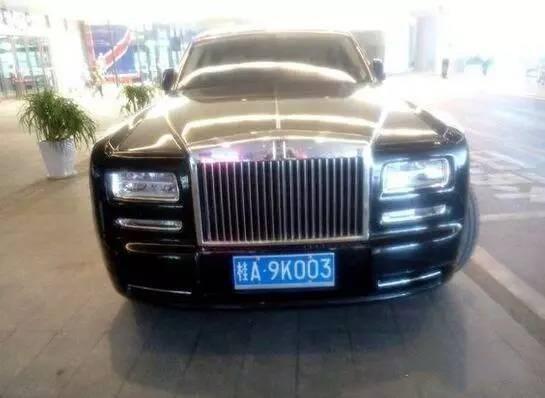 这里停了几个亿?王健林在广西开个酒店,富豪都开劳斯莱斯来祝贺