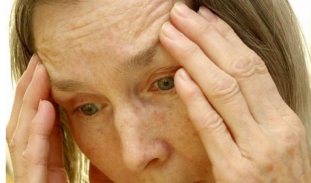 脑梗4大发病信号,出现一个都可致残,1顿1斤脑梗吃着就能灭