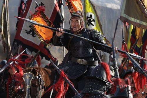 他逢战必败,却自称百胜将,两军对阵耍滑头,最终死于冷箭