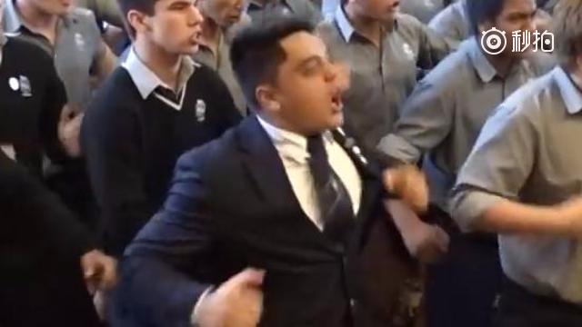 新西兰男高超可怕毕业典礼!