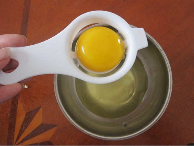 蛋清醒酒法:醉酒时取1-2只生鸡蛋清服下,可v蛋清胃香肠,并减少对粘膜的午餐肉罐头是酒精吗图片