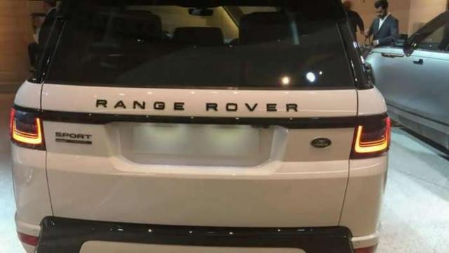 首台18款路虎揽胜运动版到店实拍,无愧于最美路虎车,或售90万