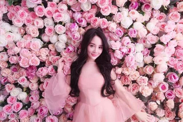 感人的淘宝审美!维密天使也被她的粉红翅膀吓呆了…