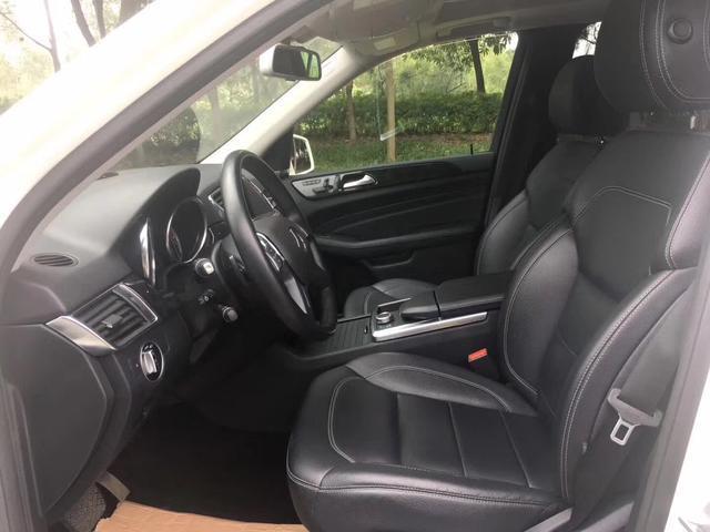 奔驰ML350落地价118万, 如今仅售25万, 车主: 个性、豪华够气派