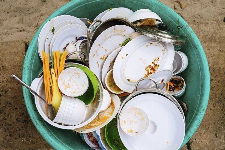 梦见破损的碗和洗碗