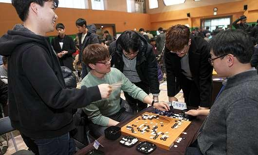 世界二冠王姜东润获业余冠军 遭棋迷炮轰