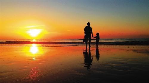 一起车祸幸福人生葬送,父亲苦苦守候女儿十年,奇迹