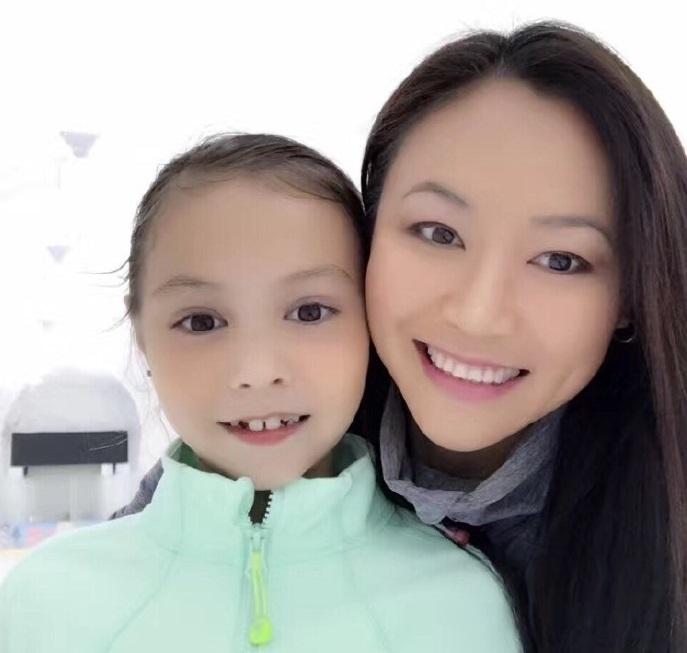 陈露当年为何只钟情俄罗斯硬汉,看完她和女儿一起滑冰图片