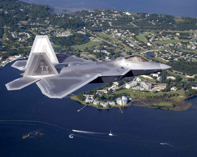 中国歼20横空出世令美国损失近100亿:早知道就不停产f22了