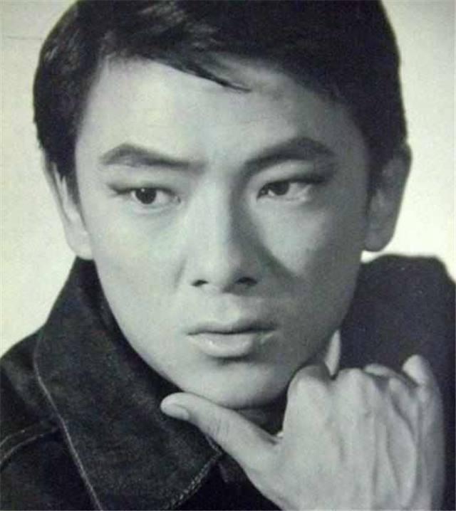 出名比李小龙早,洪金宝叫他大哥,今73岁豪车代步,晚年成这般!