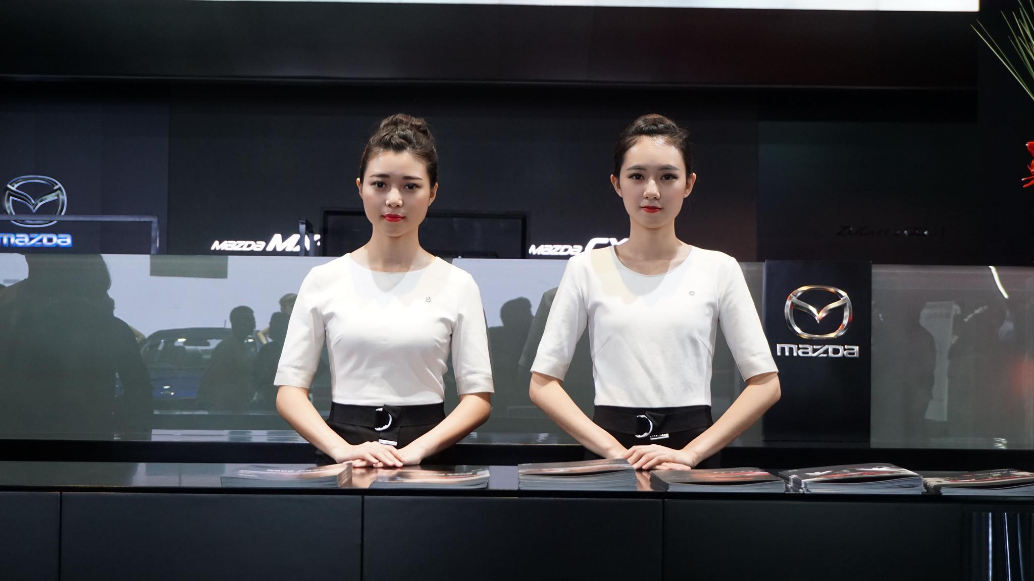 广州车展前台礼仪妹子哪个最好看?