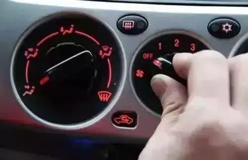 """6个冬季开车""""坏习惯"""" 不仅费油,更毁车!"""