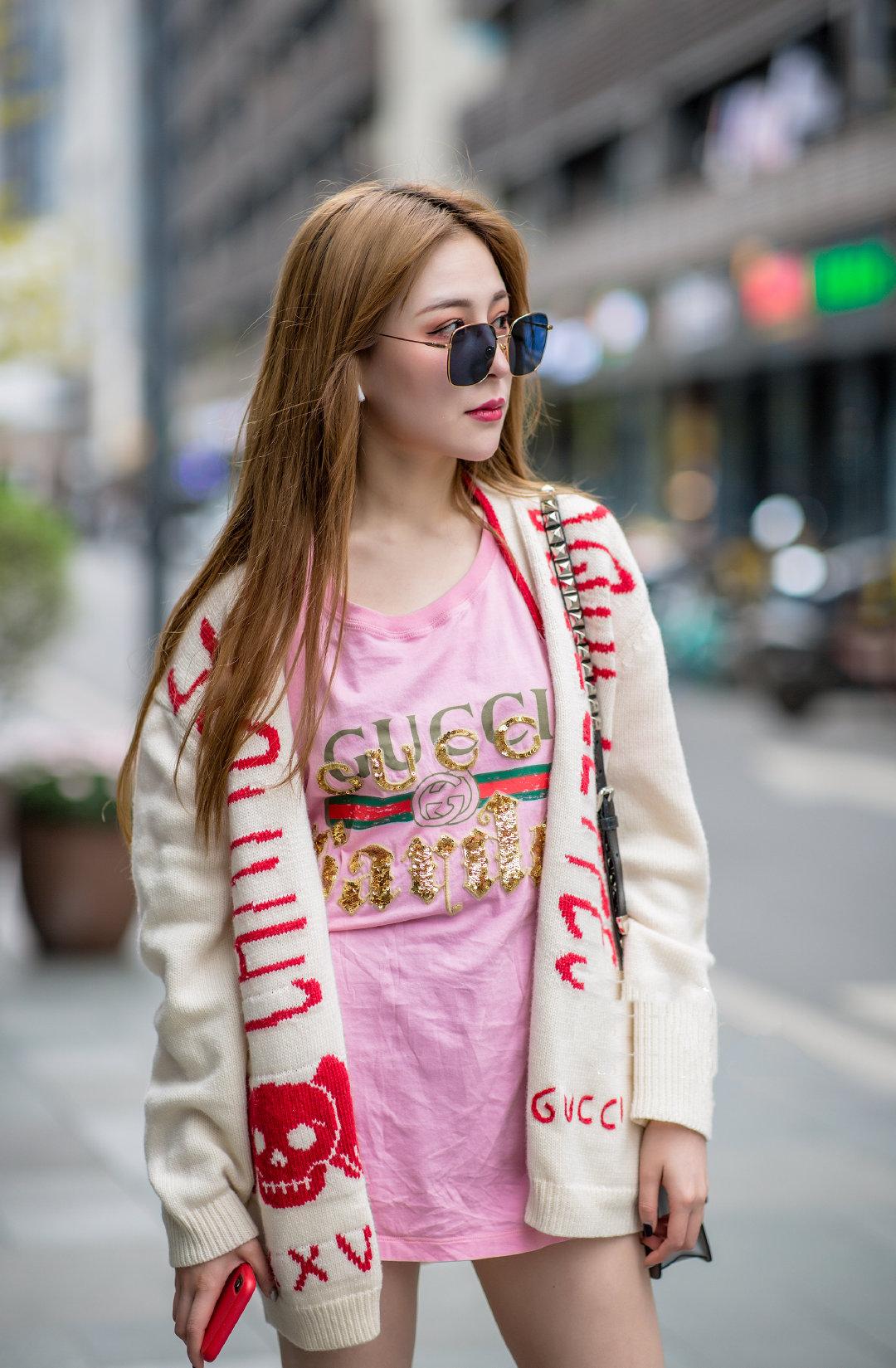 扎着双马尾的日本清纯学生妹甜美写真