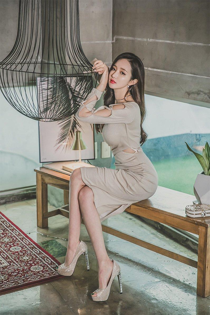 身材高挑,颜值又好的女生,楚楚动人的感觉真好。