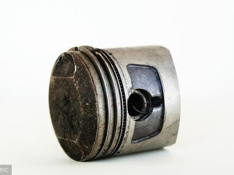 <em>活塞</em>刮伤的原因:<em>活塞</em>与缸壁间隙过小,不能形成足够的油膜