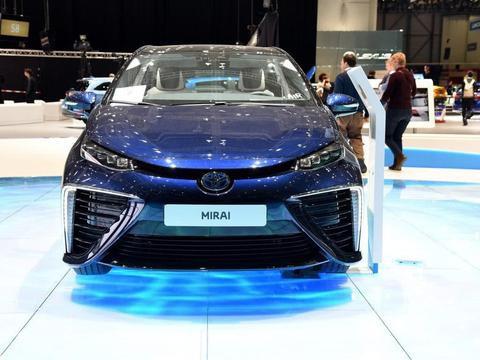 比特斯拉还牛的丰田车,不充电也不烧油,续航482km只卖26万!