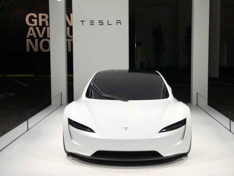 特斯拉Roadster <em>0</em>-96km/h<em>加速时间</em>1.9秒 续航达<em>100</em>0km