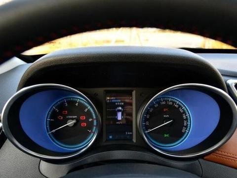 轴距近2米8的7座SUV,搭载全景天窗,不足6万!