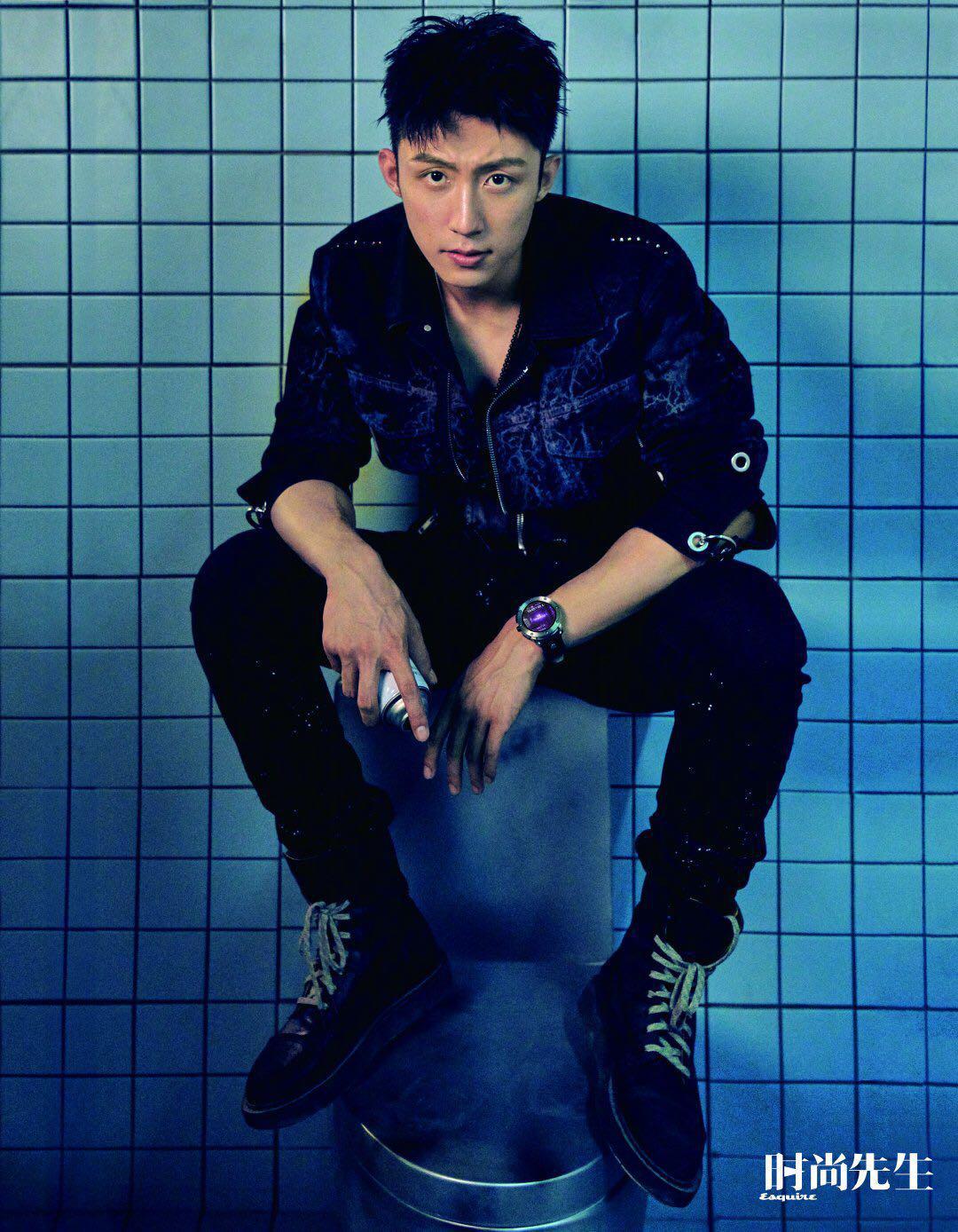 黄景瑜时尚先生十月刊封面越发有了成熟男人的样子