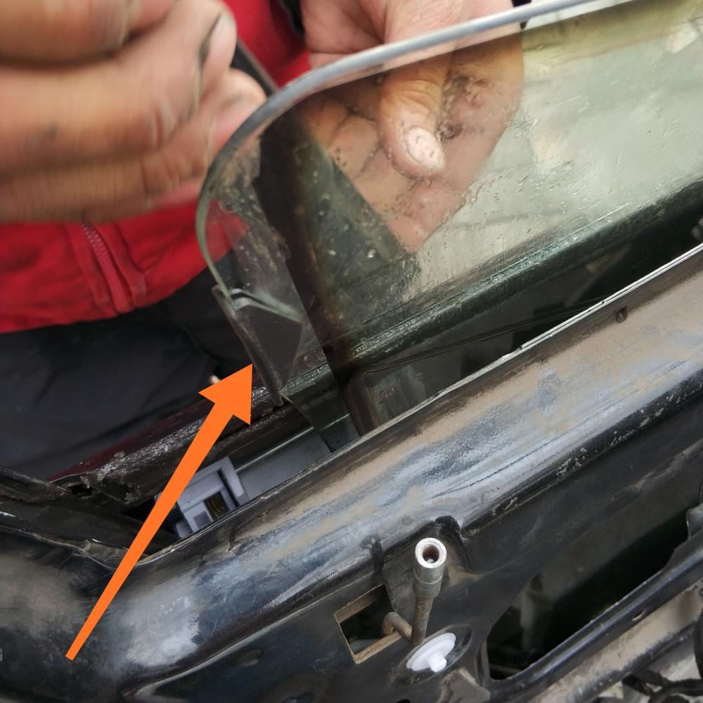 13万公里的华普汽车来厂拆门板, 只因车窗玻璃少了一个塑料卡子!