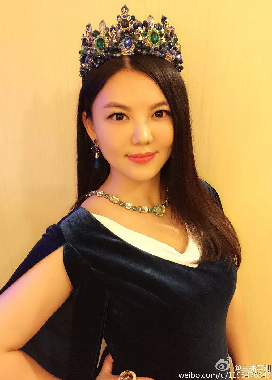 每次李湘全家出行,不管是她或者是女儿王诗龄的打扮的穿着都贵气十足