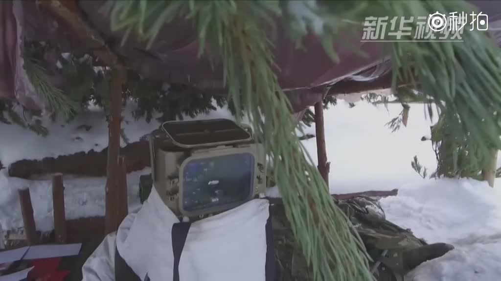"""俄炮兵部队试射改进型""""红土地""""精确制导火炮系统"""
