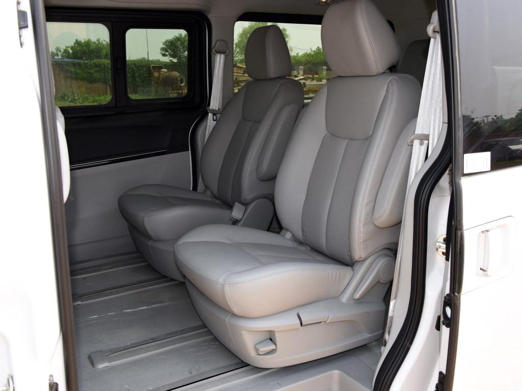 兼顾商务性和大空间 瑞风M5企事业用车的好选择