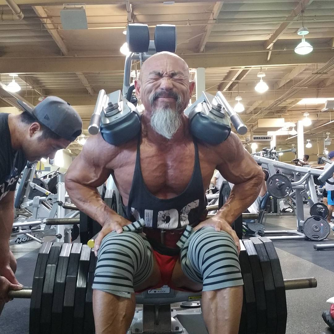 Nhon大叔对健身总是全力以赴,毫无保留;