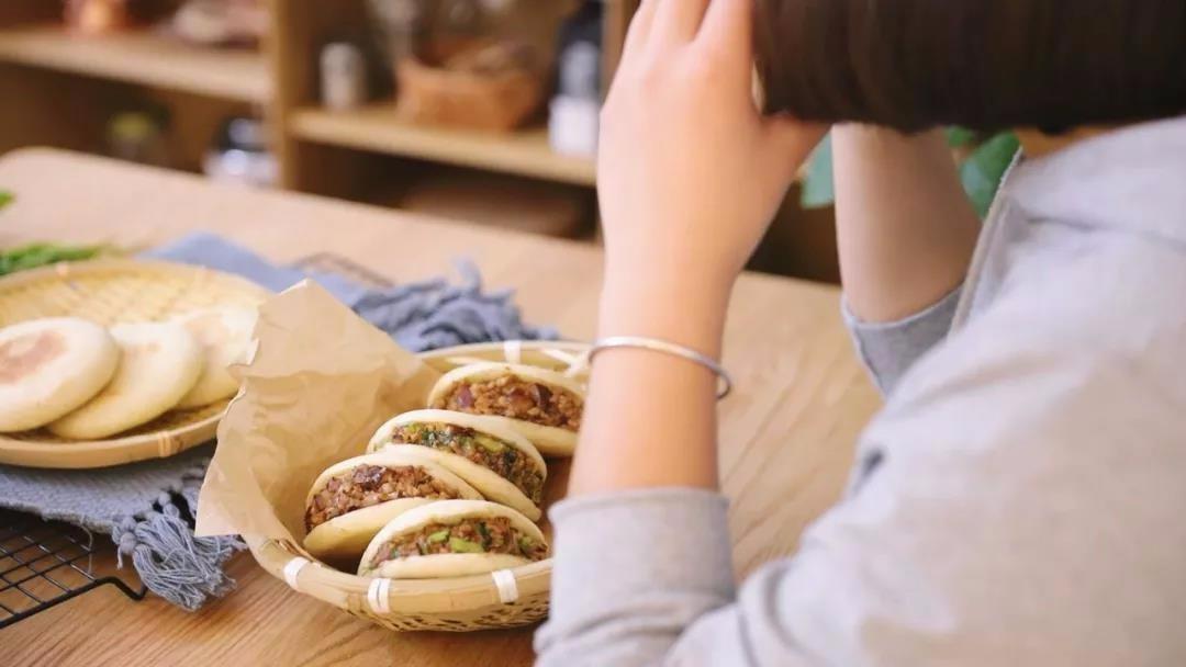 以后馋肉夹馍就自己在家做,好吃到一次吃三个没问题