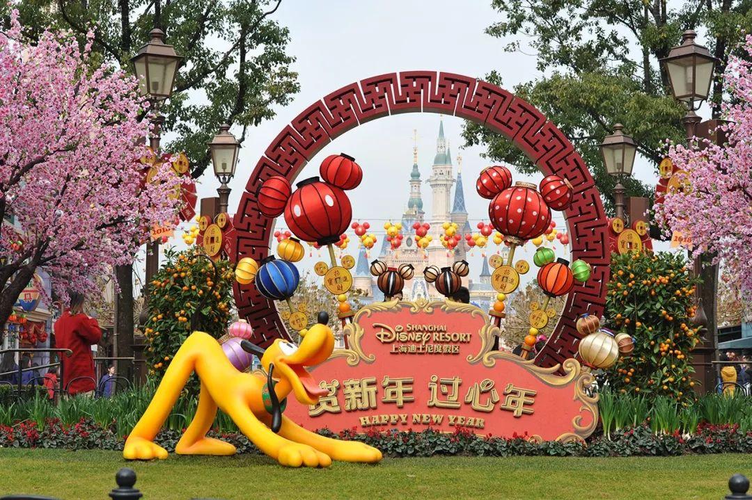 上海迪士尼乐园狗年春节主题上线,想看看米奇唐老鸭们新面貌吗?