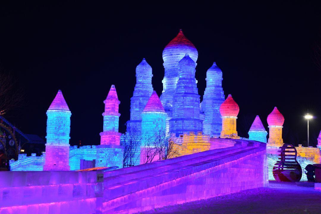 哈尔滨冬季v冰灯全攻略带娃玩冰灯尽在万达电影大世界奇奇伦理冰雪影院手机图片