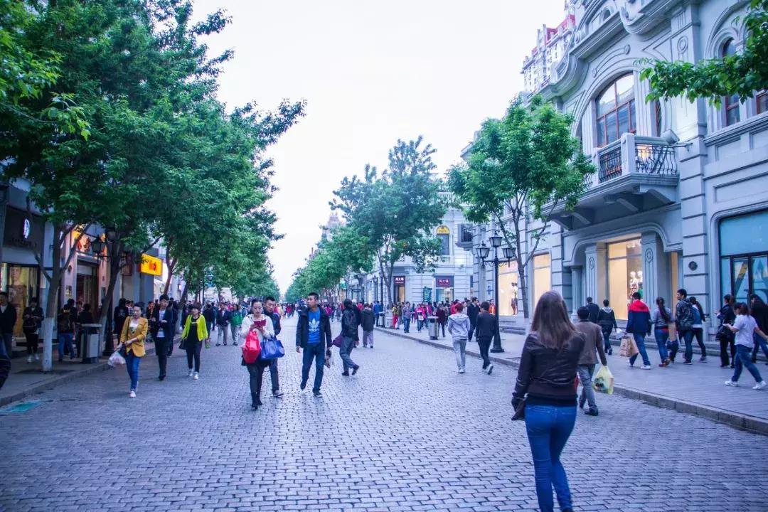 布满了美丽优雅的各类欧式建筑,可以说在人们眼中,它不仅是一条老街图片