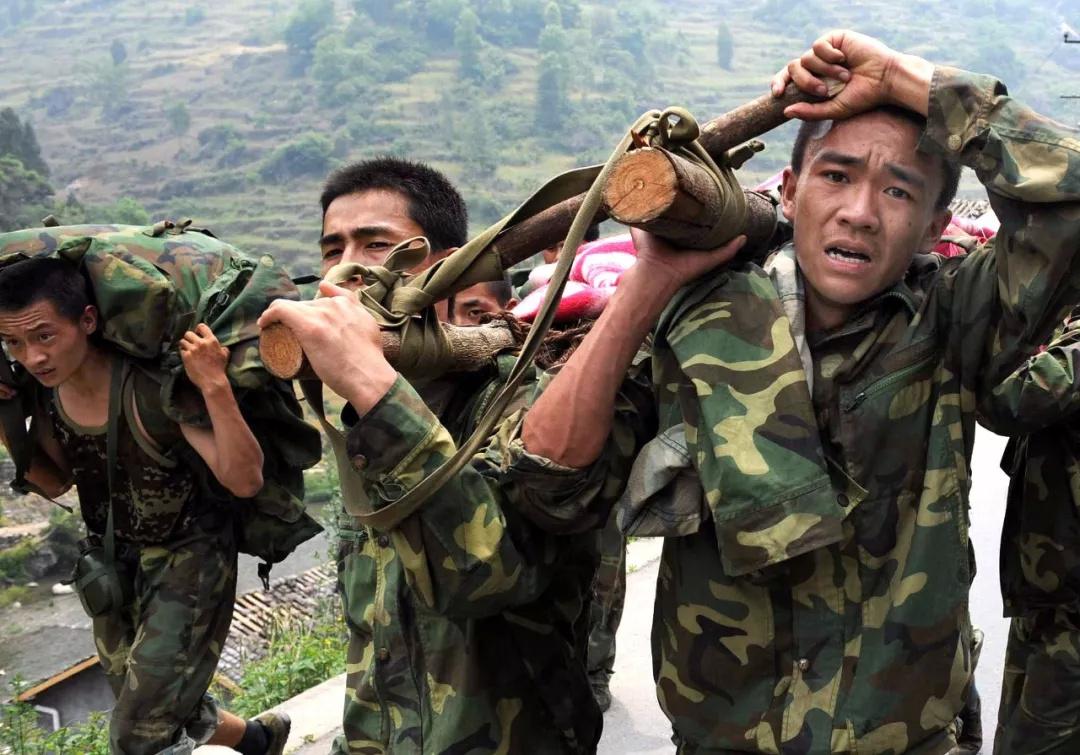 汶川地震救我的解放军叔叔在哪 长大后,我成了你