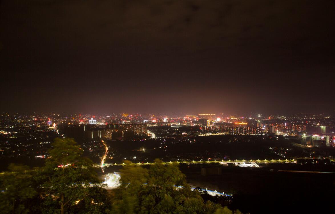 梅州最美的森林公园 可俯瞰兴宁夜景(图1)