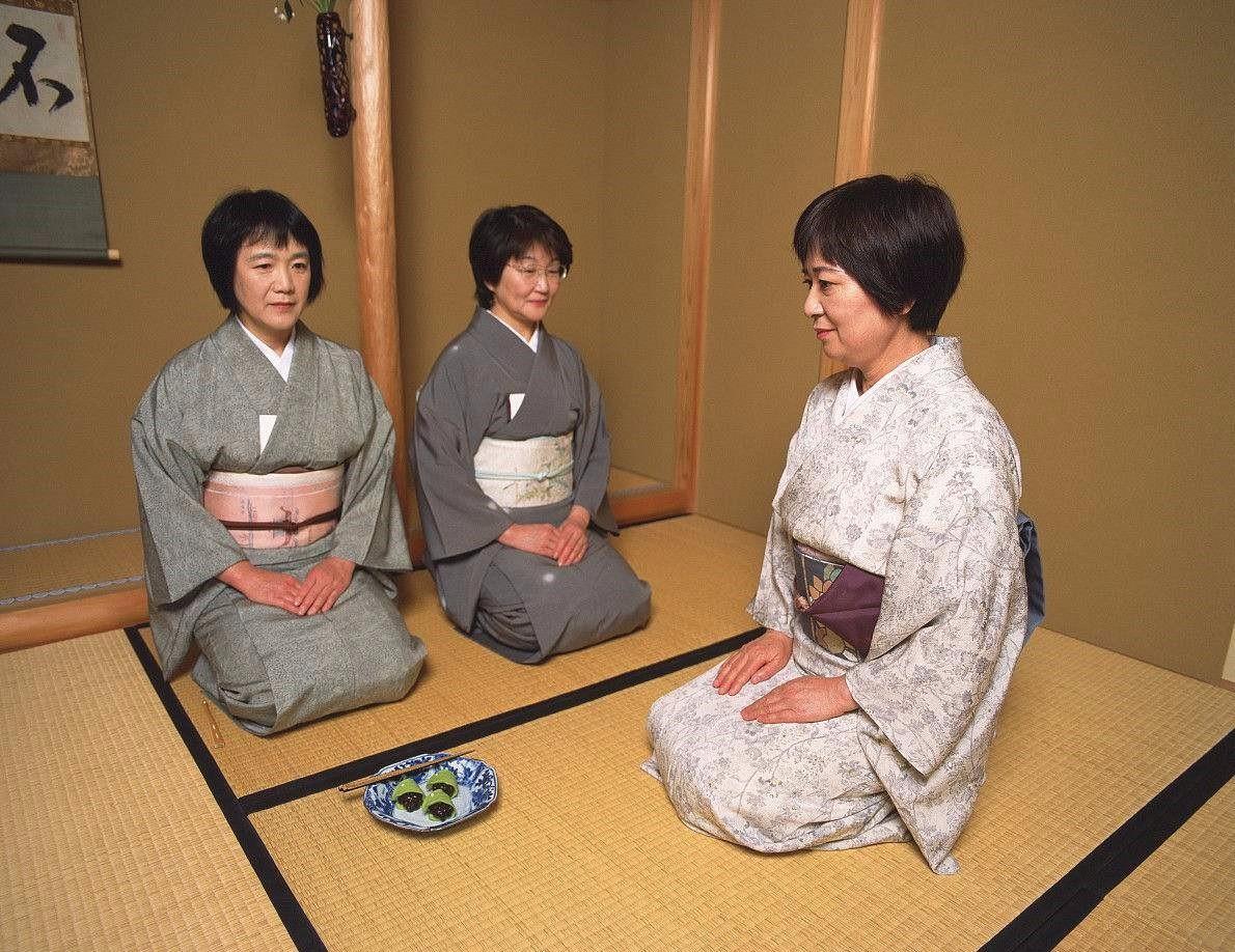 """""""为什么日本人长时间这么坐都忍受的了呢""""怎么说"""