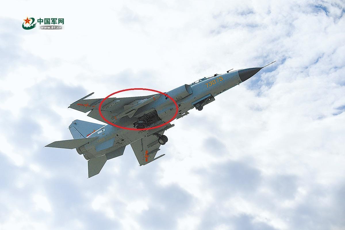 ���#�.#��)yj!���K_南部战区空军飞豹旅挂载疑似yj-83k反舰导弹训练.