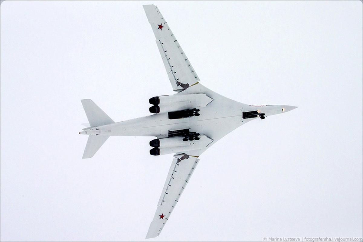 俄最新型图-160M2战略轰炸机成功首飞 俄军方