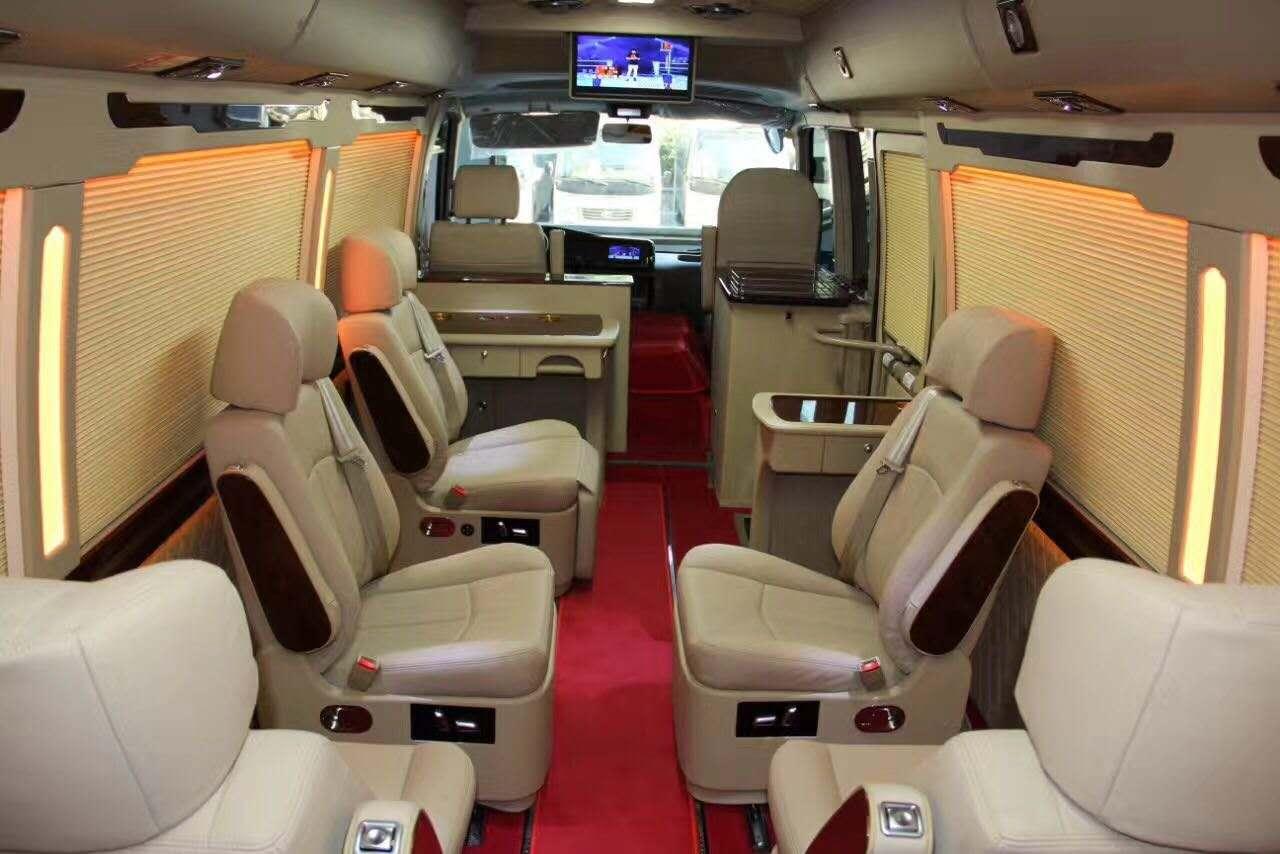 北京丰田考斯特改装商务车舒适内饰完美设计