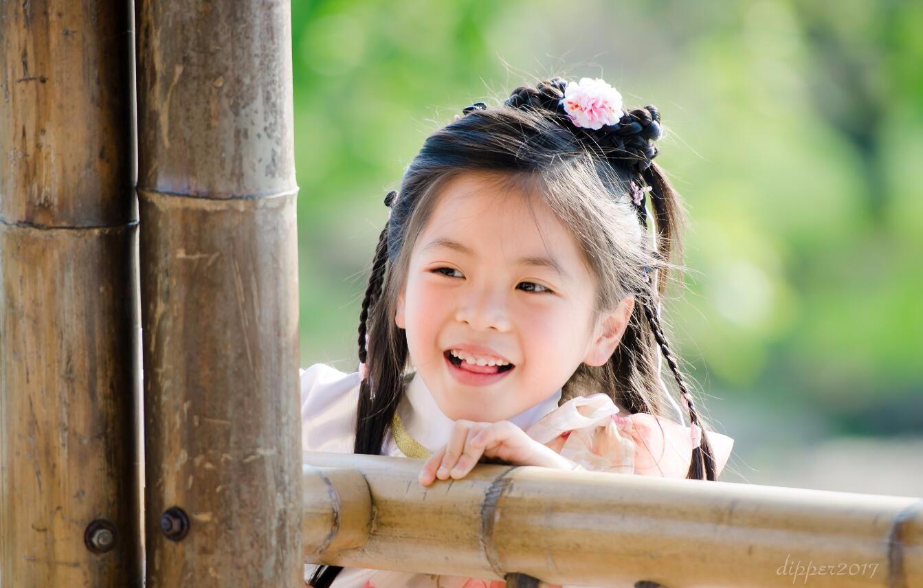 人气童星陈朵怡古装写真曝光 一颦一笑美如画图片