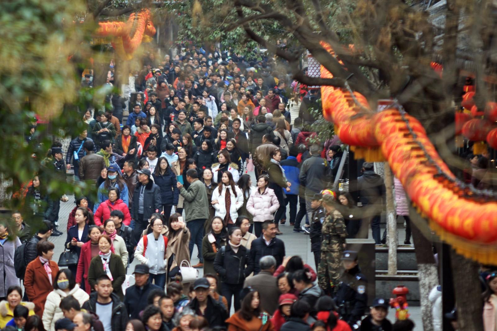 夫子庙景区单日客流总数突破30万人,预计达到40万,实时客流量突破11