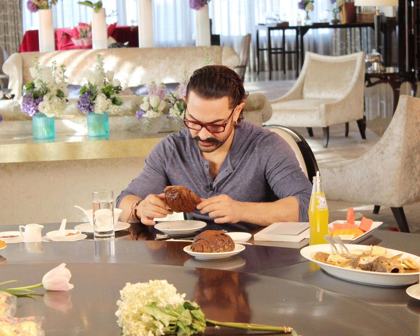 """""""鲁豫约饭""""再开局,邀约传奇演员阿米尔汗,中印吃货大比拼"""
