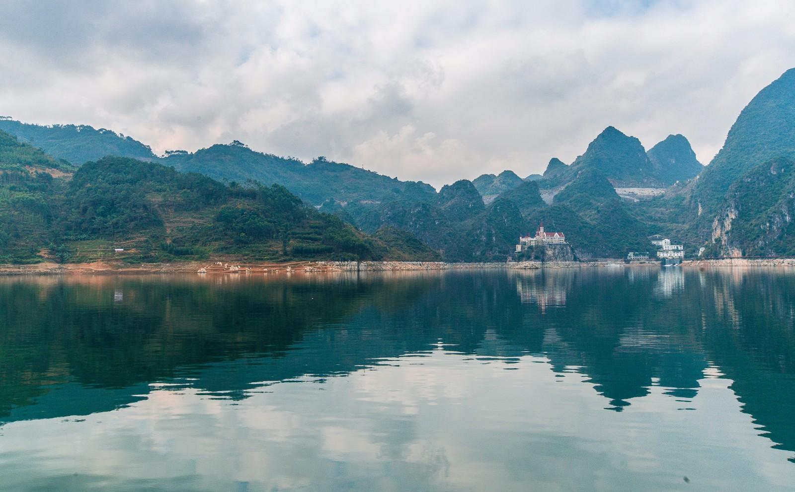 贵州兴义,美丽的万峰湖cad灯带表示图纸如何图片