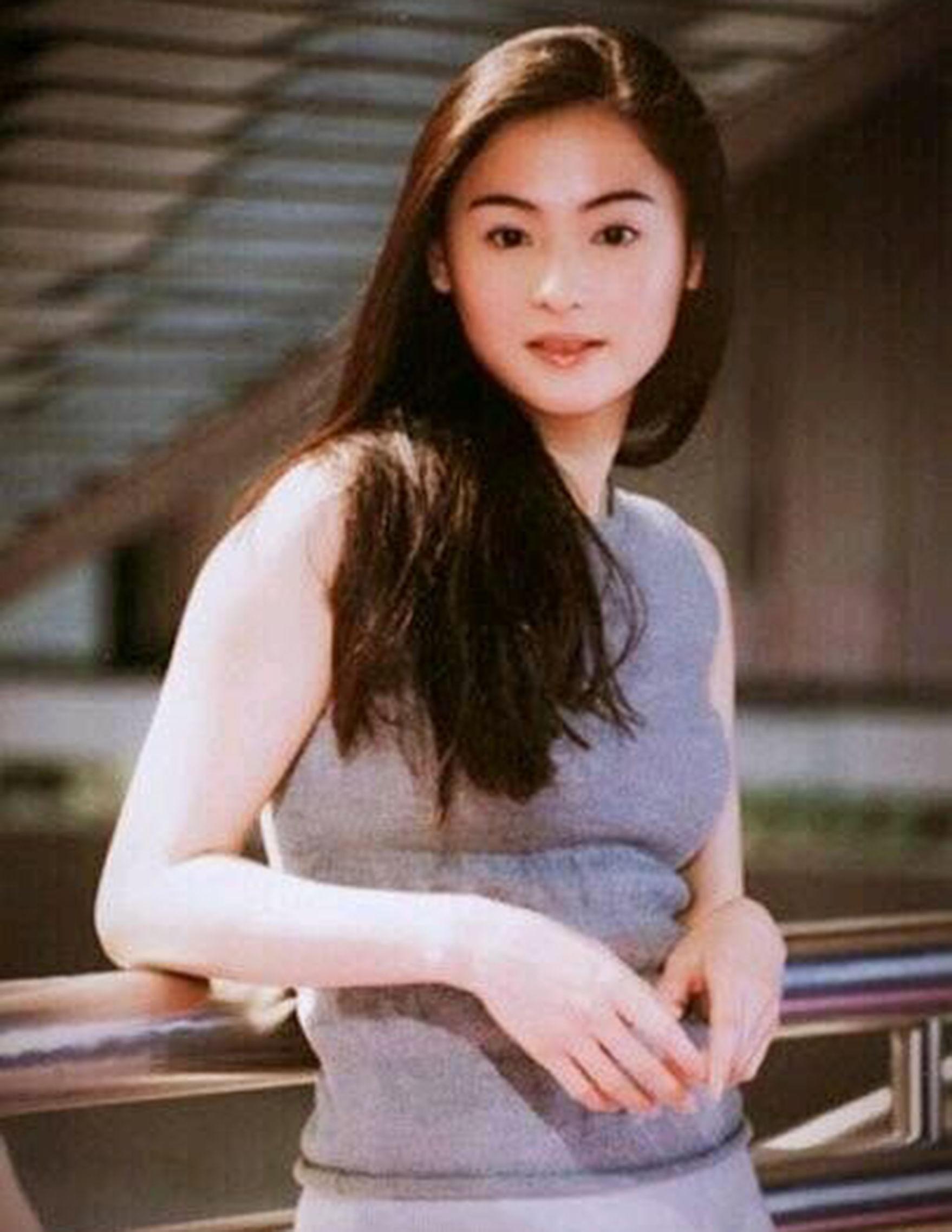 张柏芝例假女生旧照曝光,颜值惊为天人,一个微男生时期少女来被图片